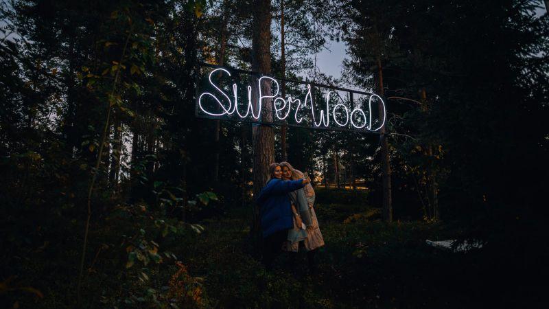 Superwood on elämys, joka kutkuttaa kävijän mieltä pidempäänkin.